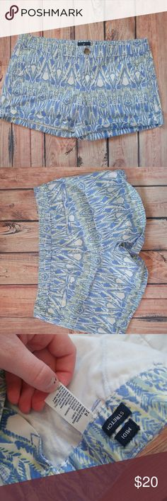 American Eagle Printed Shorts Blue, green and yellow print shorts. Good condition. Size 14. Midi stretch. 12 inches long. 4 inch inseam. 18 inch waist. American Eagle Outfitters Shorts