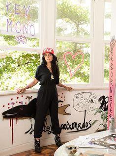 Do Rio de Janeiro, a marca de moda feminina Keyomono chega em SP ainda esta semana! Criada por Thaysa Jafet e Mariana Barreto, suas peças trazem delicadeza e design para o cenário urbano, evocando um estilo essencial e conectado com os movimentos de empoderamento da mulher.