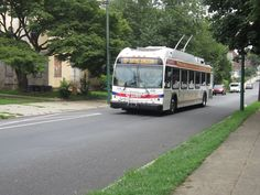 NEW FLYER IND. TRACKLESS TROLLEY OPERATING ON SEPTA RT.75  PHILLY New Flyer