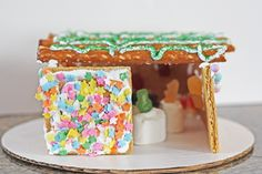 Cute Sukkot ideas for toddlers!   http://www.couldntbeparve.com/2011/10/gingerbread-sukkot/