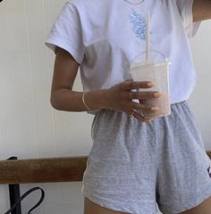 sweet and sporty Lazy Outfits Sporty Sweet Lazy Outfits, Sporty Outfits, Summer Outfits, Stylish Outfits, Winter Outfits, Legging Outfits, Look Fashion, Fashion Outfits, Sporty Fashion