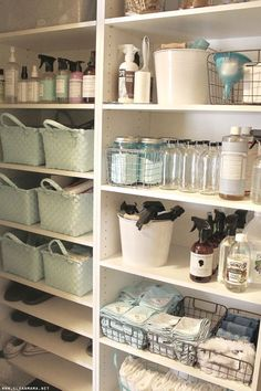 Cleaning Closet Love these ideas for keeping all the cleaning supplies organized!Love these ideas for keeping all the cleaning supplies organized! Linen Closet Organization, Home Organisation, Bathroom Organization, Bathroom Storage, Organization Hacks, Closet Storage, Organizing Ideas, Storage Shelves, Storage Caddy