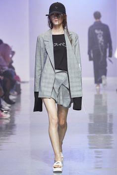 R. Shemiste S/S 2016 at Seoul Fashion Week