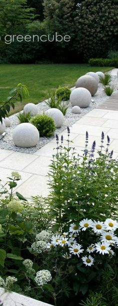 Plant and flower combinations that work well together for creating pretty gardens at front yard Landscaping With Rocks, Front Yard Landscaping, Backyard Landscaping, Landscaping Ideas, Landscaping Edging, Vegetable Garden Design, Garden Pictures, Cool Landscapes, Gardening