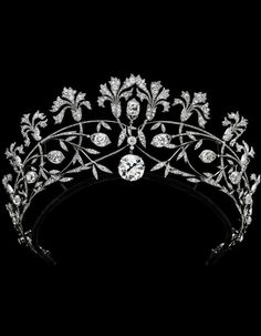 La Belle Époque Diamond Tremblant Pinks Tiara by Joseph Chaumet, Circa 1905. Mounted in platinum, the 19.56ct. centre diamond detachable to form a pendant.