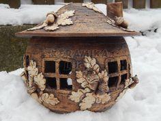 Keramika Lucie Toad House, Pottery Mugs, Fairy Houses, Tea Lights, Lanterns, Clay, Bird, Globes, Outdoor Decor