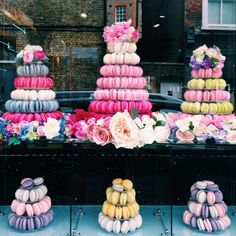 love the flowers surrounding each macaron tower - #angesdesucre window - would be perfect for a dessert table!