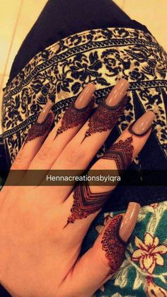 Beautiful Easy Finger Mehndi Designs Styles contains the elegant casual and formal henna patterns to try for daily routines, eid, events, weddings Finger Henna Designs, Henna Art Designs, Mehndi Designs For Girls, Stylish Mehndi Designs, Mehndi Designs For Fingers, Unique Mehndi Designs, Mehndi Design Pictures, Beautiful Mehndi Design, Latest Mehndi Designs
