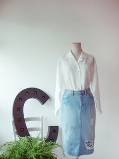 Delicate vintage white shirt with EMBROIDERY LACE POCKET detail/ Boxy- cut chic white shirt/ Size Small- Medium