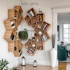 This time we will share interesting book-shelves ideas. Isn't it more awesome if our books are displayed on the book-shelves that decorate the house. Diy Wood Projects, Home Projects, Diy Furniture, Furniture Design, Furniture Plans, Creative Bookshelves, Wood Bookshelves, Bookshelf Ideas, Diy Bookshelf Design
