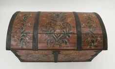 Rosemaling in the Valdres style on a trunk in the Vesterheim Norwegian-American Museum collection.