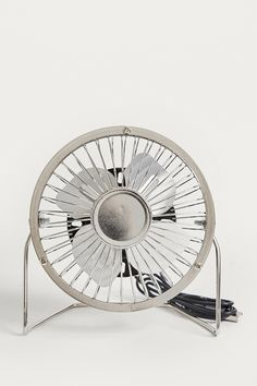 Schreibtischventilator in Silber mit USB-Anschluss Usb, Urban Outfitters, Home Appliances, Design, Fan, Metal, Silver, Table, House Appliances