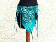 This felted belt is a must have for any fairy at woodland festival! Pretty and practical with a middle size hidden pocket for your treasures... Teal