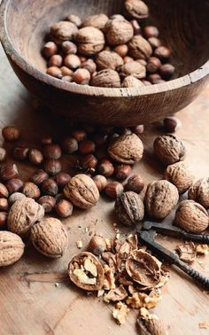 Nueces para Navidad.  Pecans for Christmas. Pinned on behalf of Pink Pad, the women's health mobile app with the built-in community.