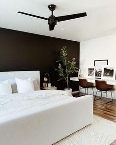 Cores para Quarto de Casal: +130 Inspirações para Pintar o Seu em 2020 Dream Bedroom, Home Bedroom, Bedroom Wall, Bedroom Decor, Bedrooms, Modern Master Bedroom, Wall Decor, Nursery Decor, Design Room