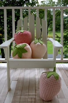 purl bee strawberry pillows