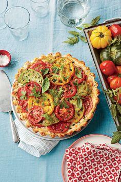 39 Ways with Fresh Tomatoes: Tomato Pie Recipe: Tomato, Cheddar, and Bacon Pie Janta Low Carb, Pie Recipes, Cooking Recipes, Dinner Recipes, Bacon Pie, Poblano, Tomato Pie, Summer Tomato, Freezer Meals