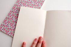 Siguiendo en mi línea de utilizar todos los materiales de dibujo y escritura que tengo por casa (como conté en este post), el otro día me asaltó la necesidad de hacer unos recambios con papel de sketc
