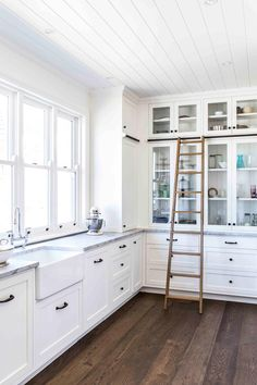 Large Hamptons-style white laundry with glass cabinets, marble bench-tops and plenty of storage. Marble Benchtop, Kitchen Benchtops, Antique White Usa, Modern Farmhouse, Farmhouse Style, Tumbled Marble Tile, Sustainable Architecture, Home Goods, Interior Design
