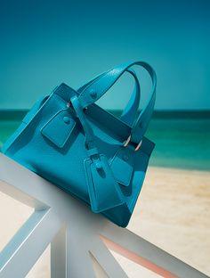 Giorgio Armani Le Sac 11 luxury women s bag - Armani.com d713133fc1852