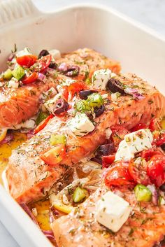 These Easy Mediterranean Diet Recipes Will Convince You To Join The Club - Atıştırmalıklar - Las recetas más prácticas y fáciles Greek Salmon Recipe, Salmon Recipes, Fish Recipes, Seafood Recipes, Dinner Recipes, Dinner Ideas, Fish Dishes, Seafood Dishes, Main Dishes