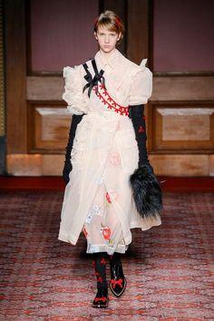 SIMONE ROCHA可愛いだけじゃない19世紀風ロマンティックにパンクを融合