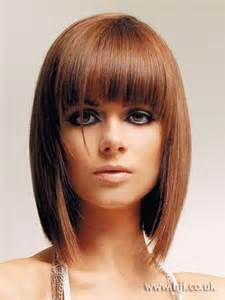 14 graduated Bob hairstyles with bangs 14 absolvierte Bob Frisuren mit Pony Bobbed Hairstyles With Fringe, Graduated Bob Hairstyles, Bob Haircut With Bangs, Long Bob Haircuts, Long Bob Hairstyles, Trendy Hairstyles, Brunette Hairstyles, Asymmetrical Hairstyles, Wedding Hairstyles