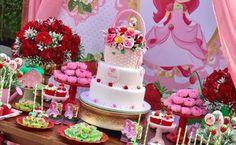 Bolo da Moranguinho: 80 ideias delicadas e tutoriais de como fazer Baby Girl Birthday Theme, First Birthday Party Themes, Picnic Birthday, Birthday Party Decorations, Strawberry Shortcake Party Supplies, Strawberry Shortcake Birthday, Strawberry Baby, Festa Party, Baby Party