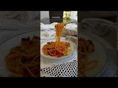 Gli spaghetti alla Gennaro sono un primo piatto povero a base di acciughe, pomodorini e pane raffermo. Esprimono a pieno il vero spirito napoletano. Spaghetti, Gnocchi, Crepes, Waffles, Film, Breakfast, Movie, Morning Coffee, Films