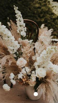 Wedding Mood Board, Wedding Pins, Dream Wedding, Wedding Ideas, Bridal Flowers, Flower Bouquet Wedding, Floral Wedding, Wedding Venue Decorations, Wedding Table Centerpieces