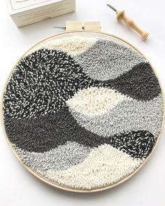 Punch needle art piece by Ariane Gatien (Blanc Laine Embroidery Art, Embroidery Patterns, Print Patterns, Punch Needle Patterns, Craft Punches, Punch Art, Punch Punch, Fabric Manipulation, Rug Hooking