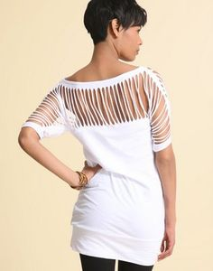 DIY fashion ideas White t-shirt short sleeves, shredded across back and sleeves, - Page 6 - the Fashion Spot May 2013 Diy Cut Shirts, T Shirt Diy, Clothes Crafts, Sewing Clothes, Shirt Cutting Tutorial, T Shirt Recycle, Cut Up T Shirt, Ripped Shirts, Do It Yourself Fashion