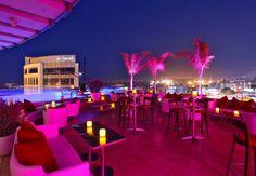 Un bar con terrazza a Beirut