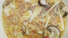 Hot and Sour Cabbage Soup Pork Mushroom, My Favorite Food, Favorite Recipes, Sour Cabbage, Hot And Sour Soup, Cabbage Soup Recipes, Asian Soup, Stuffed Mushrooms, Stuffed Peppers