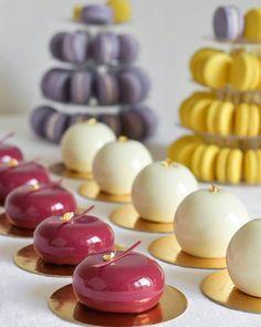 Petit gateaux Small Desserts, Creative Desserts, French Desserts, Köstliche Desserts, Plated Desserts, Delicious Desserts, Dessert Recipes, Mini Cakes, Cupcake Cakes