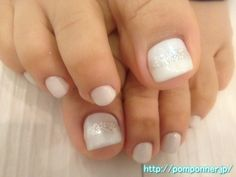 Simple nail foot of Pearl White