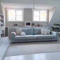Turkos Valen XL i linne. Djup, soffa, dun, låg, blå, möbler, inredning, vardagsrum.