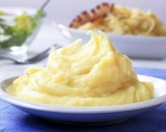 The Nutrition Twins Skinny Cauliflower Mash YUMMY Swap for Mashed Potatoes Veggie Recipes, Low Carb Recipes, Cooking Recipes, Savoury Recipes, Dinner Recipes, Healthy Recipes, Healthy Cooking, Healthy Snacks, Healthy Eating
