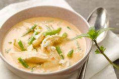 Makkelijk en snel is deze pittige groene curry met kip, op basis van kokosmelk. Heerlijk met wat rijst.