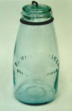 green mason jar Antique Bottles, Vintage Bottles, Bottles And Jars, Glass Bottles, Green Mason Jars, Vintage Mason Jars, Ball Canning Jars, Ball Mason Jars, Vintage Kitchenware