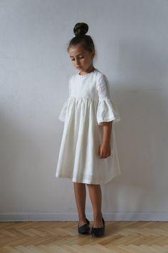 Linen Girl Dress Linen Dress Linen Dress for Girls Flower Vintage Girls Dresses, Little Girl Dresses, Trendy Dresses, Summer Dresses, Girls White Dress, Vintage Dress, First Communion Dresses, Baptism Dress, Dress Flower