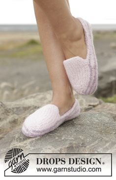 Socks & Slippers - Free knitting patterns and crochet patterns by DROPS Design Knitting Patterns Free, Free Knitting, Free Pattern, Crochet Patterns, Drops Design, Knitted Slippers, Knitted Bags, Crochet Design, Magazine Drops