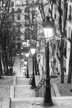 Paris, France / Black and White Photography / Parijs foto Parijs bij nacht lantaarnpalen door GeorgiannaLane