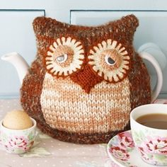 Morning Owl Tea Cosy - pdf email cozy knitting pattern by debi birkin ($4.50) ... could knit up the bottom and make it into a stuffed animal