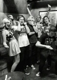 What? Can someone please explain what's going on and why Ross has his hand on his mouth?