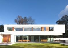 White Lodge is a 2012 project by London-based architectural practice Dyer Grimes Architects. The ultra-modern property is located in Surrey, England.