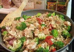 This is my healthy version of fried rice for those times when you are FTDI but you want some Chinese food flavors! Broccoli Fried Rice, Chicken Broccoli, Diet Recipes, Chicken Recipes, Cooking Recipes, Healthy Recipes, Healthy Meals, Clean Recipes, Yummy Recipes