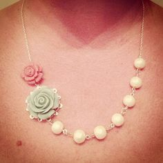 DIY bridesmaid necklace - easy and affordable gift for your bridesmaids for the crafty bride!