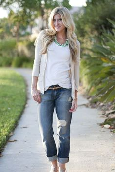 Street style | Boyfriend jeans, statement necklace and cream cardigan