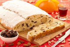 Lo stollen è un dolce tedesco che si prepara a Natale: una pasta lievitata speziata e ricca di frutta candita e mandorle, simile al nostro panettone.